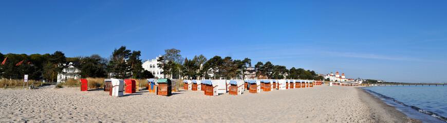 Panorama mit Strandkörben am Strand in Binz auf Rügen