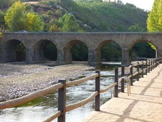 Pinofranqueado, pueblo en la provincia de Cáceres, en la comunidad autónoma de Extremadura.