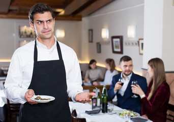 Waiter dissatisfied with small tip from cafe visitors
