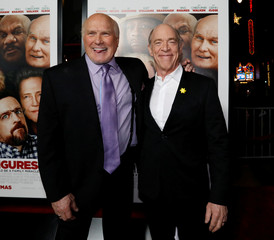 "Cast members Bradshaw and Simmons pose at the premiere for ""Father Figures"" in Los Angeles"