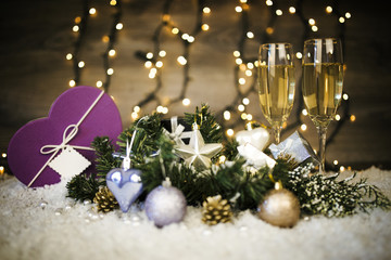 Christmas decoration with two glasses of champagne and gift