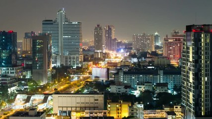 Fotomurales - Bangkok skyline with city traffic at night. Time lapse
