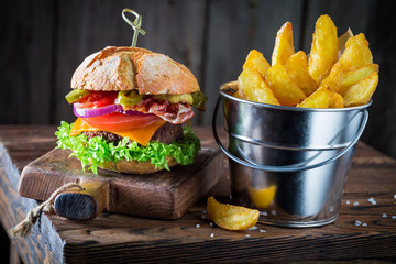 Burger made of vegetables, beef and pepperoni served with chipis
