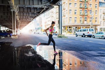 Woman training in the morning in Manhattan near Brooklyn Bridge
