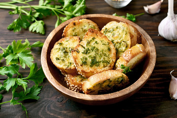Photo sur Aluminium Buffet, Bar Toasted bread with cheese and greens