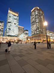Fototapete - 東京駅丸の内駅前広場
