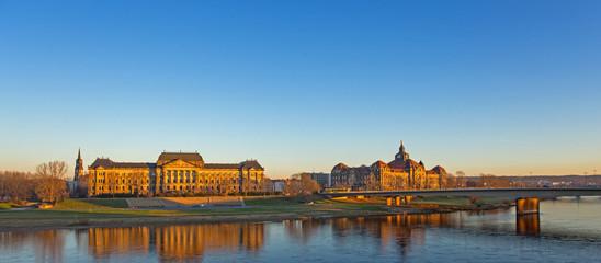 Dresden, Blick auf die Staatskanzlei  und Palais Fürstenberg vom Brühlschen Garten