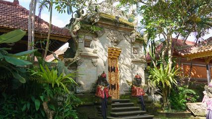 バリ ウブド王宮 門 BALI Ubud royal palace gate