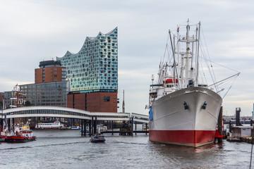 2217-Hamburg-an der Landungsbrücke