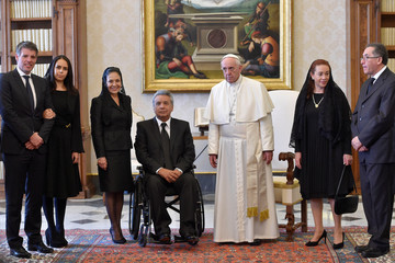 Pope Francis poses with President of Ecuador Lenin Moreno, his wife Rocio Gonzalez Navas (3rd L) and members of his delegation during a private audience at the Vatican