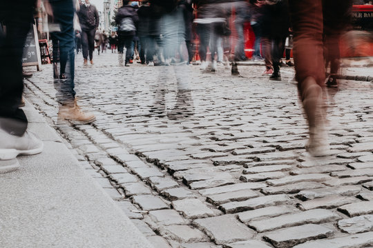 Foule dans les rues de Dublin