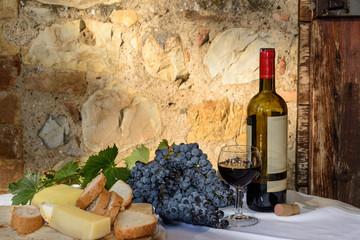 Guter Wein und ein guter Käse
