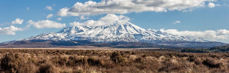 Zelfklevend Fotobehang Diepbruine Mount Ruapehu, New Zealand.