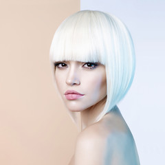 Foto auf AluDibond womenART Fashion beautiful blonde with short haircut