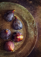 Overhead view of figs in metallic plate