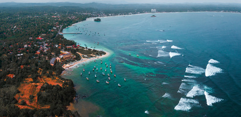 Fototapete - Aerial view of the south coast of the island of Sri Lanka. Weligama bay view