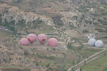 Capadocia globos aerostaticos en región histórica de Anatolia Central, en Turquía, que abarca partes de las provincias de Kayseri, Aksaray, Niğde y Nevşehir.