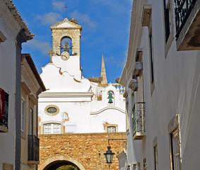 Arco da Vila en Faro, Algarve, Portugal