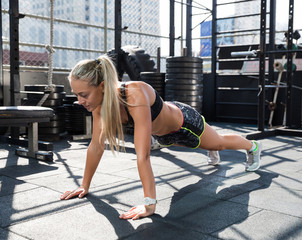Muscular female doing core workout - high planking