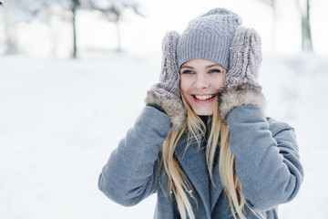beautiful smiling girl in a park in winter