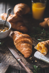 Délicieux croissants pour le petit déjeuner