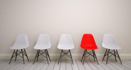 Wartezimmer mit Schalensitz-Stuhlreihe mit weißen und schwarzen Stühlen