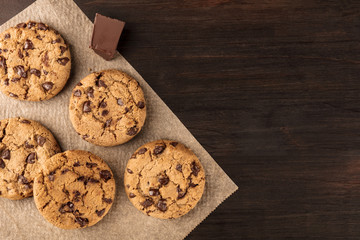 Fotobehang Koekjes Chocolate chips cookies on baking paper with copyspace