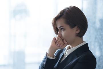 ビジネスイメージ(女性・深刻・戦略)