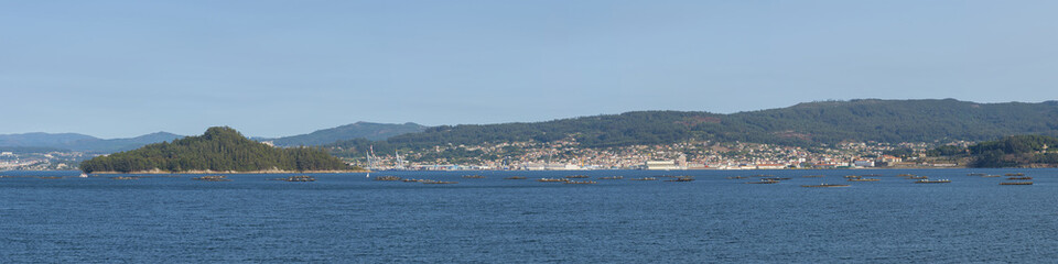 Illa de Tambo y costa de Marin (Pontevedra, España).