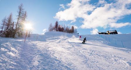 Sciatore sulla pista a Sauze D'Oulx Piemonte