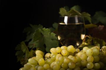 виноград жёлтый спелый натюрморт