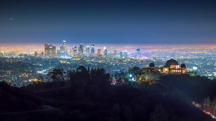 Fototapete - City of Los Angels skyline night Griffith Observatory downtown in background 4K