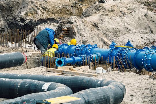 Construction workers laid water system pipeline 3