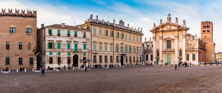 Panorama - Marktplatz von Mantua