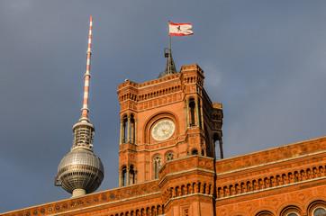 Berlin Rotes Rathaus und Fernsehturm