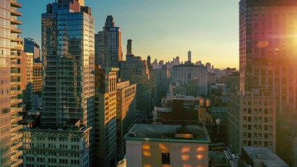 Fototapete - Sunset over Manhattan skyline, sun reflecting on buildings, NYC timelapse