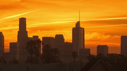 Fototapete - Epic sunrise over city of Los Angeles downtown skyline. 4K UHD Timelapse