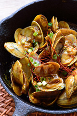 Curry clams is a dish made by stir frying clams with curry sauce