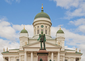 Helsinki city center church cathedral - Dom Platz mit Statue