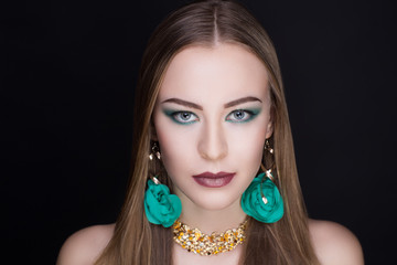 Woman green make up