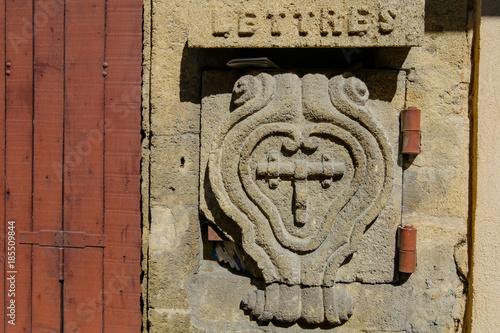 Ancien Boîte Aux Lettres En Pierre Sculptée France Stock