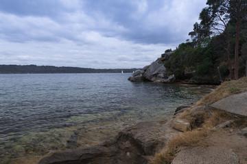 Ruhige Bucht im Hafenbecken von Sydney in Australien