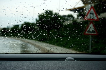 Wet road sign