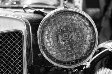 Faro di una vecchia automobile vintage