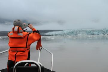 Fotobehang Poolcirkel Осмотр арктического ледника на Шпицбергене