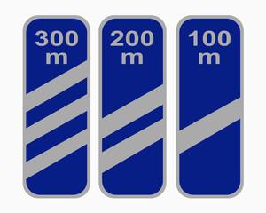 Deutsches Verkehrszeichen: Ankündigungsbaken für Autobahnausfahrt.