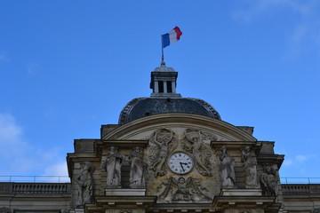 風になびくフランス国旗