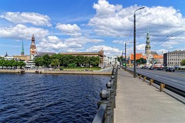 Blick auf Dom und Petri-Kirche Riga von der Akmens Brücke, Lettland