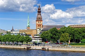 Blick auf Altstadt mit Dom und St. Jakobs-Kathedrale Riga, Lettland