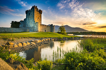 Ancient old Fortress Ross Castle ruin with lake and grass in Ireland during golden hour nobody Fototapete